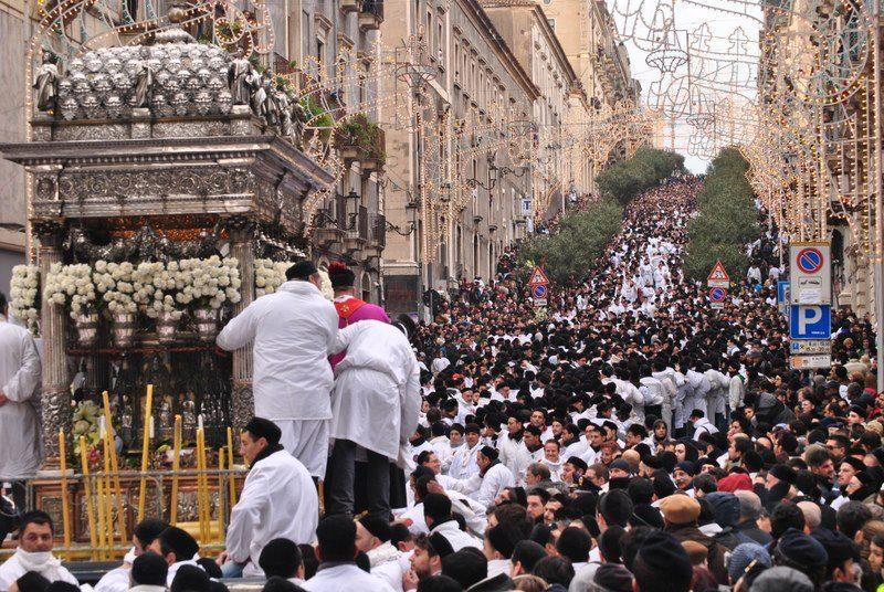 Catania, fuga di gas durante Sant'Agata: migliaia in strada