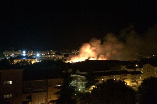 Fuochi d'artificio innescano un incendio: paura a Enna per la festa di Sant'Anna