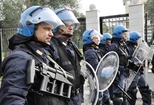 Catania, incendio al X Reparto mobile della polizia di Stato