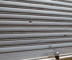 Palermo, colpi di pistola contro una saracinesca di una farmacia
