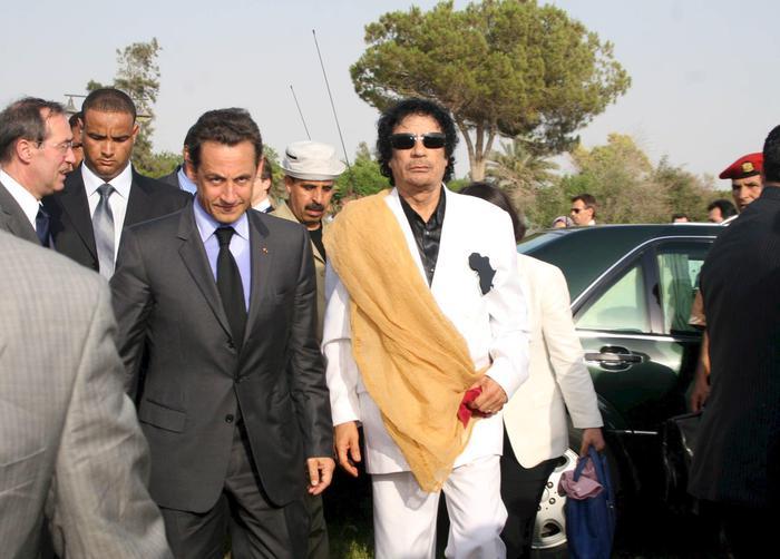 Sarkozy si difende: