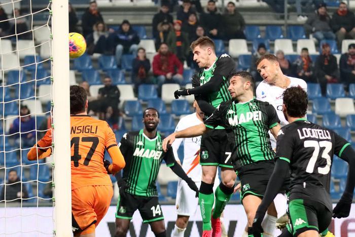 Roma inconsistente contro il Sassuolo: incassa quattro sberle dai neroverdi