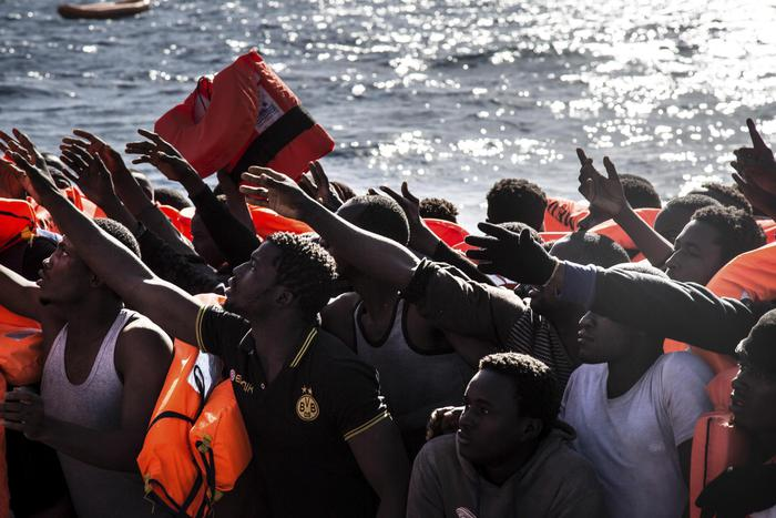 Soccorso ai migranti, altra Ong si ferma:  è Save the Children