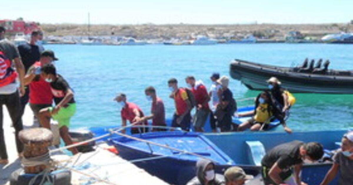 Migranti, tre mini sbarchi in poche ore a Lempedusa
