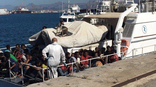 Riprendono gli sbarchi dei migranti, domani ad Augusta 401 persone