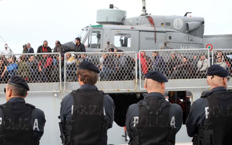 Pozzallo, 358 migranti sulla nave