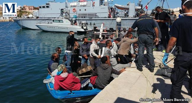 Quattro sbarchi a Lampedusa, arrivati 69 tunisini