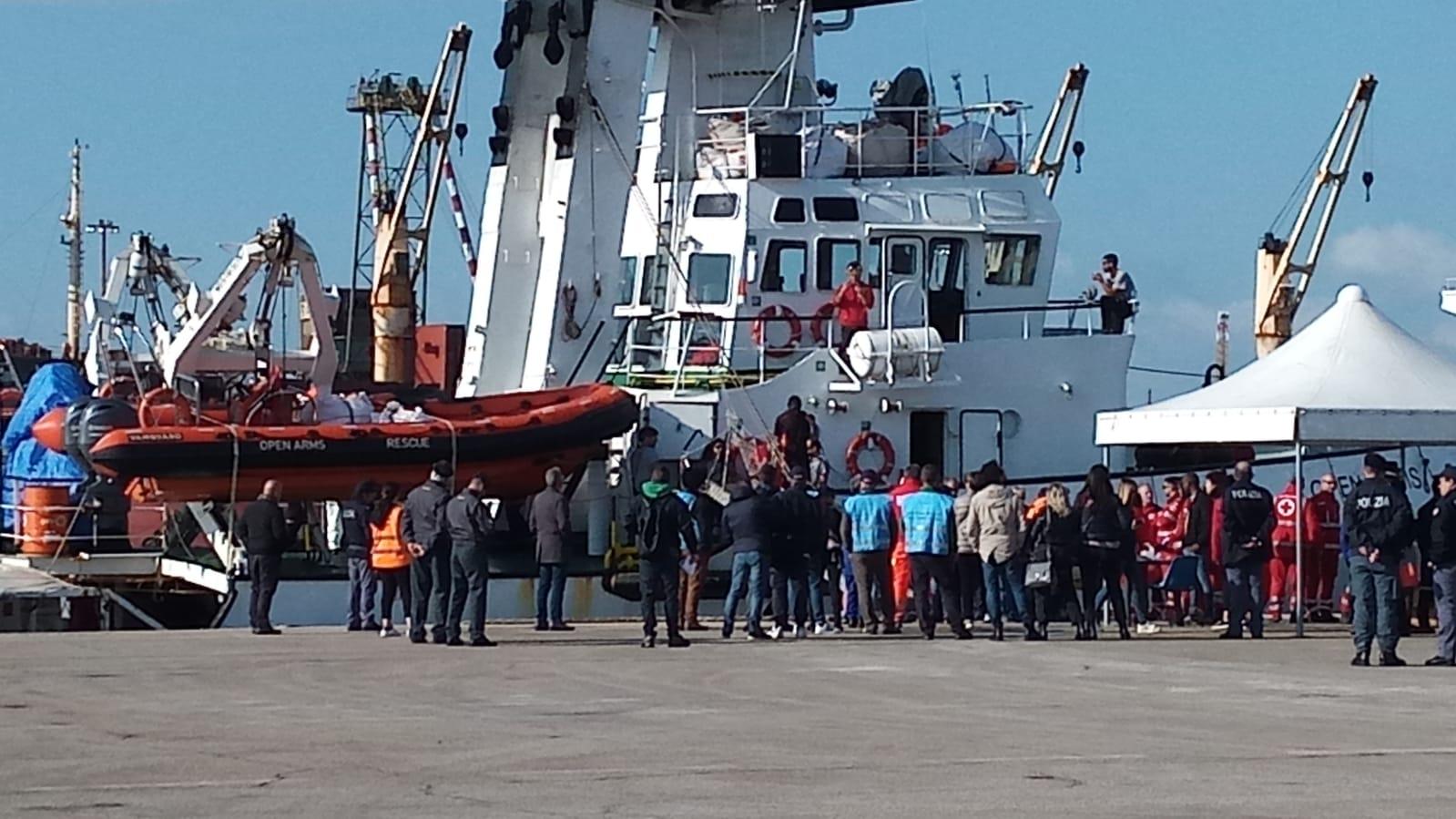 Taranto, presi i due scafisti della Open Arms: sono due ragazzi del Gambia
