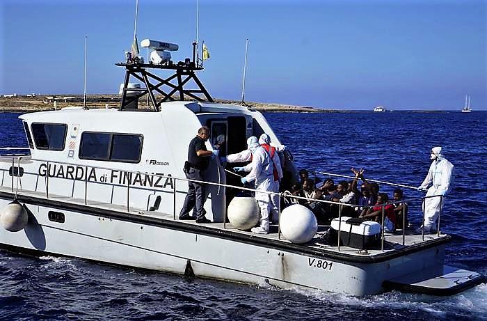 Migranti, gli sbarchi vanno avanti: arrivati 78 tunisini a Lampedusa