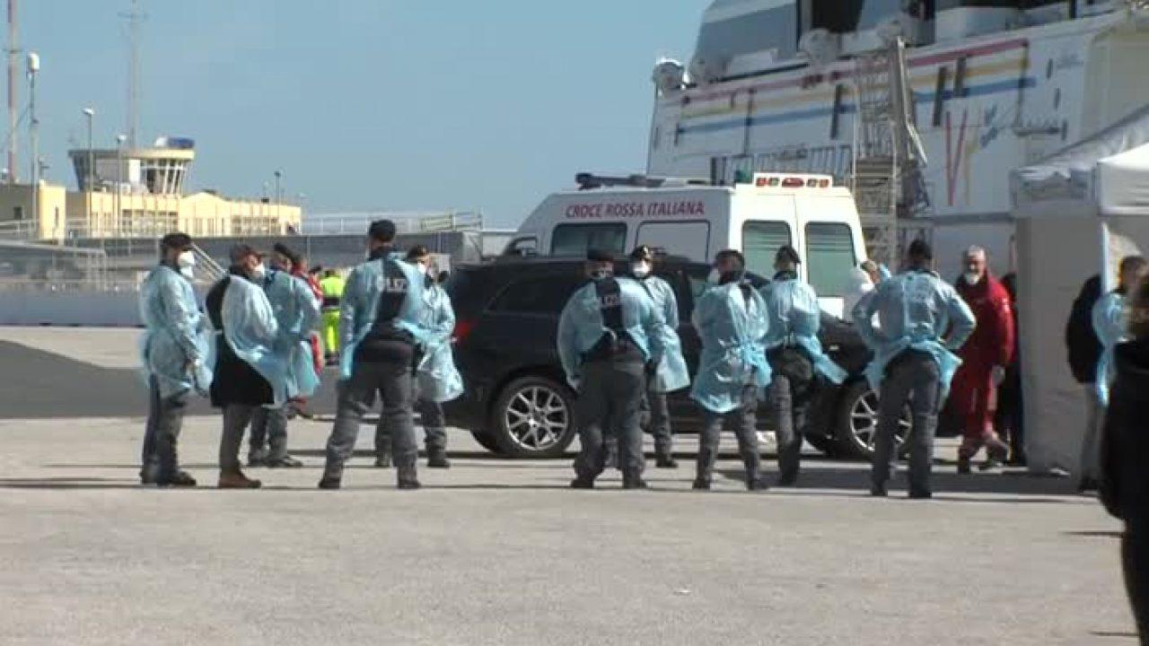 Pozzallo, domani lo sbarco di 280 siciliani: no di 20 a quarantena a Ragusa