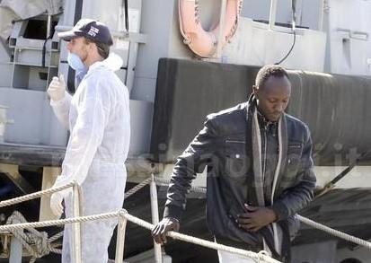 Quasi seicento migranti sbarcati a Messina e Pozzallo