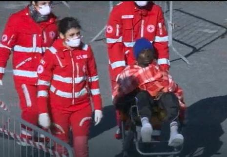 Domani a  Pozzallo la nave con 315 migranti: a bordo pure il cadavere di un neonato
