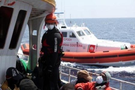 Nuovo sbarco di migranti a Lampedusa, arrivati al porto 242 ragazzi