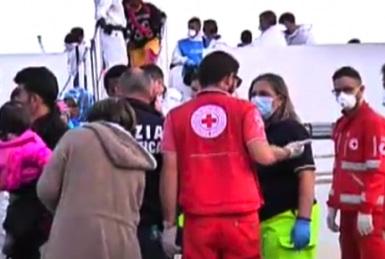 Sbarcati a Pozzallo 143 migranti, sei ricoverati in ospedale