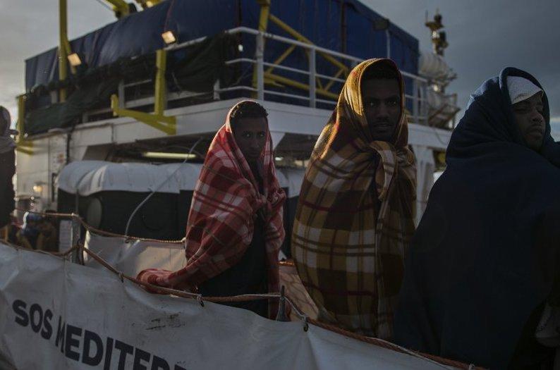 Nuovo carico di migranti ad Augusta: sbarcati i corpi di due donne