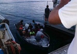 Sbarco di migranti a Lampedusa: 10 adulti e un bambino