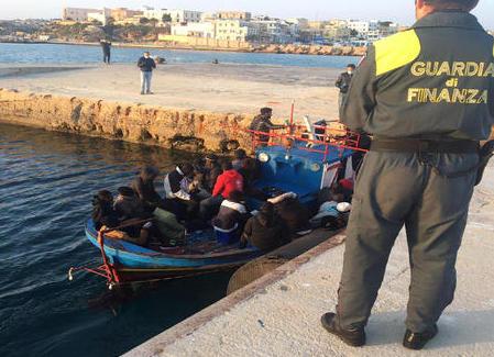 Riprendono gli sbarchi dei migranti, in 36 arrivati nel porto di Lampedusa