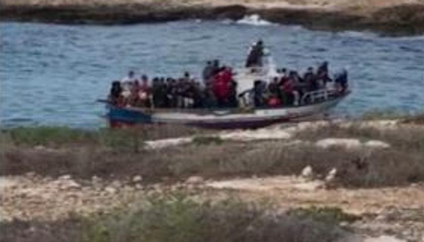 Emergenza immigrati, ancora sbarchi e tentativi di fuga dagli hotspot