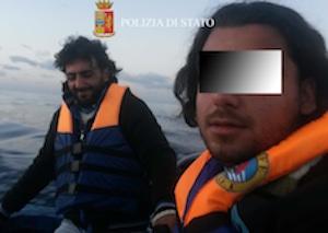 L'arrivo di 300 migranti a Pozzallo, fermati cinque scafisti