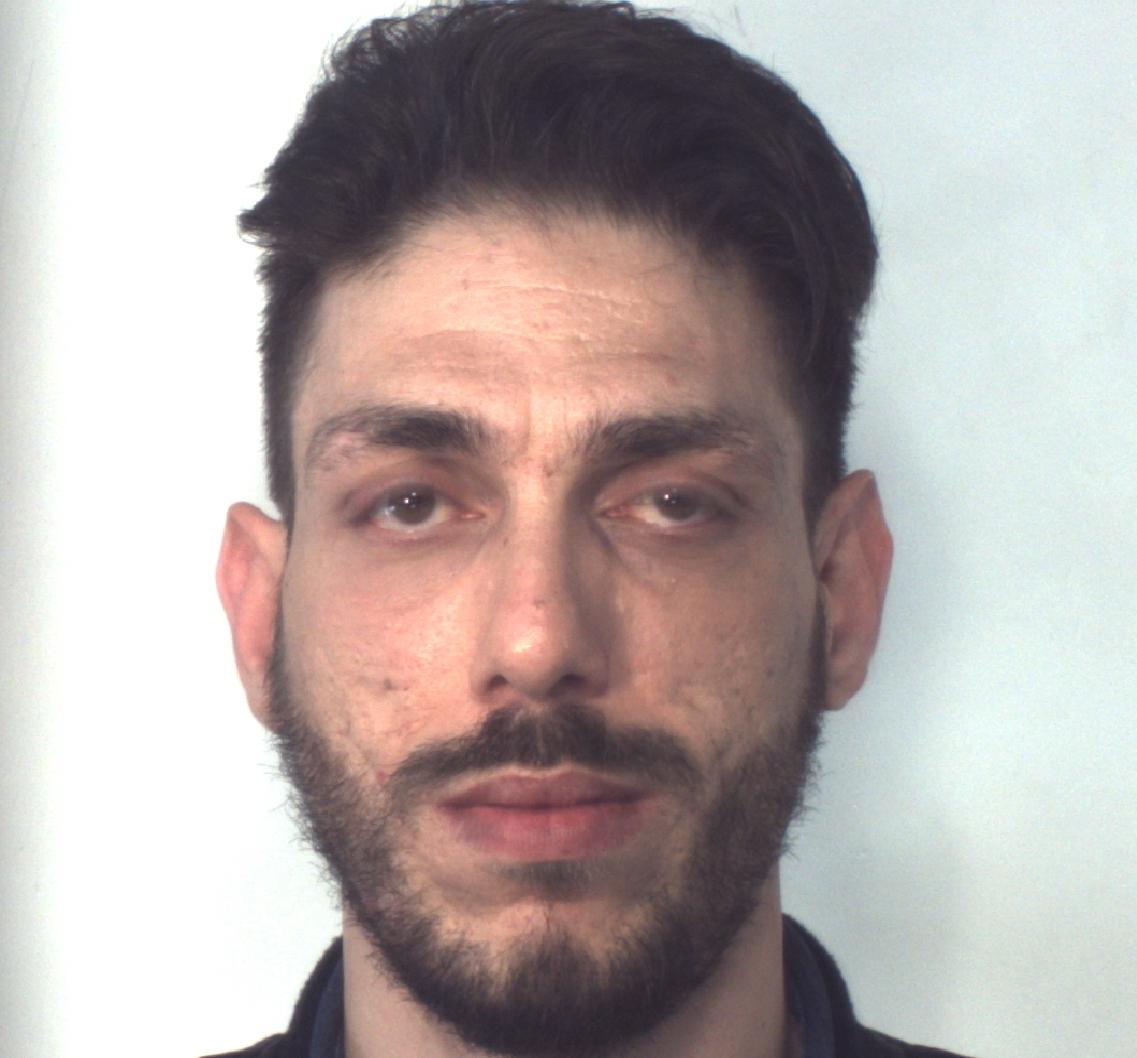 Vìola i domiciliari e gira con una pistola, arrestato a Catania