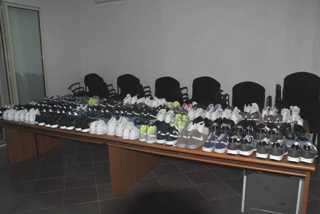 Avola, sequestrate e donate in beneficenza 90 paia di scarpe