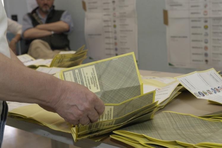 """Elezioni: M5S, """"allarme brogli nei seggi speciali in Calabria"""""""
