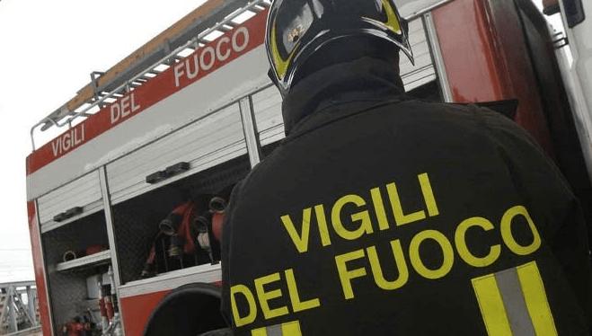 Siracusa, in fiamme una casa abbandonata di via Dei Mergulenzi