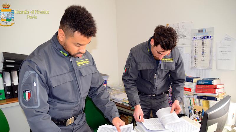 Evasione e giro di fatture false, 12 denunciati a Livorno