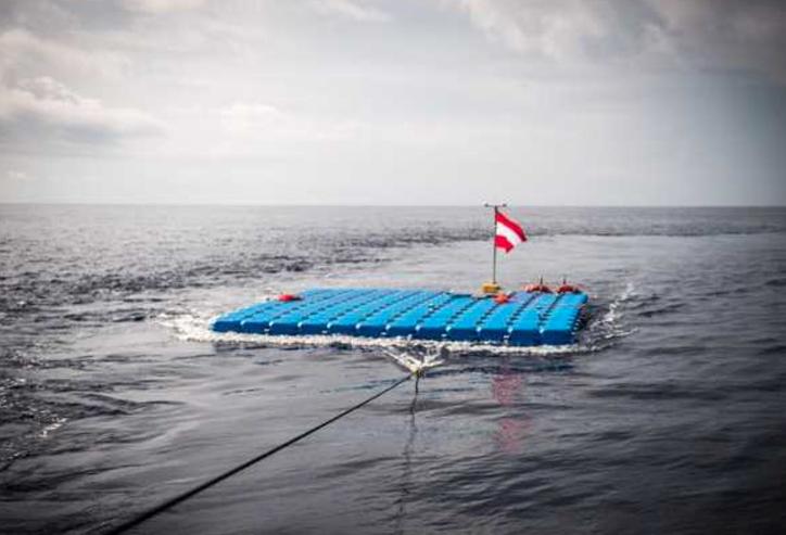 Canale di Sicilia, montata piattaforma in mare per salvare i migranti naufraghi