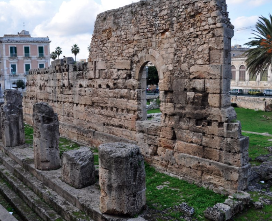 Siracusa, balla nudo al Tempio di Apollo: denunciato un cileno