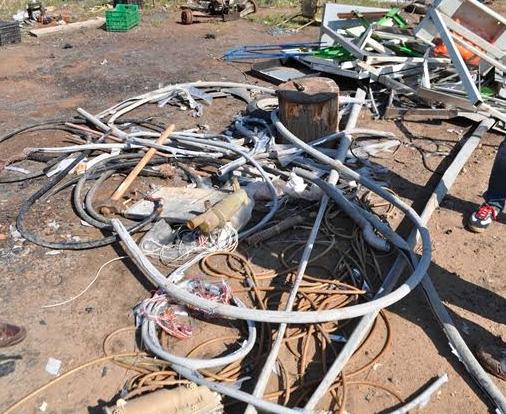 Acate, bruciava illegalmente cavi di plastica cancerogeni: denunciato