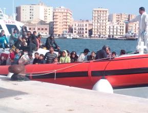 Trapani, al molo Ronciglio sbarcati 702 migranti