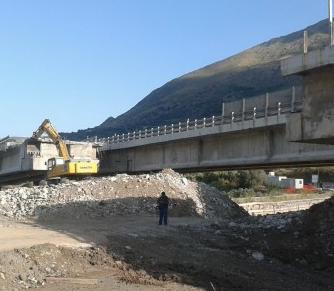 Viadotto Himera, demolite le prime due campate del ponte: a novembre il by pass della Palermo-Catania