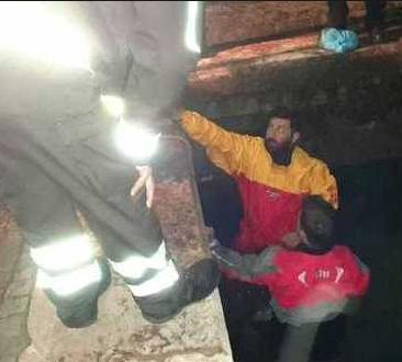Rottweiler cade in cisterna nel Catanese, salvato da Vigili del fuoco
