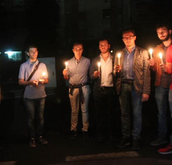 Catania, volontari illuminano simbolicamente Viale Tirreno