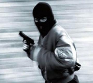 Pachino, prende di mira anziano e lo rapina più volte: la polizia lo arresta