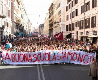 Palermo, centinaia di studenti in piazza contro la riforma della