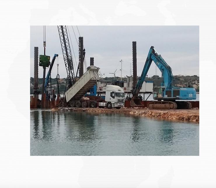 Augusta, proseguono i lavori di costruzione del porto turistico: foto