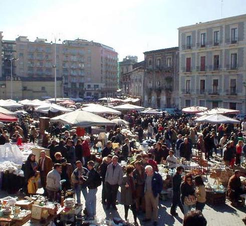 Catania, previsti servizi per i visitatori del cimitero e riapertura della Fiera dei Morti
