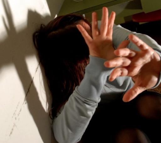 Marsala, violenta la figlia adottiva: arrestato all'aeroporto di Catania