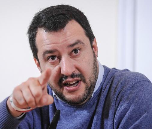 """Salvini a Renzi: """"Basta con i tweet, ora voglio un incontro"""""""
