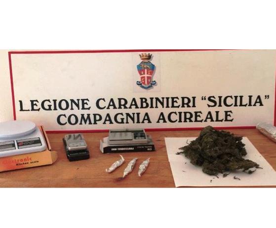 Catania, ambulante arrotondava confezionando droga in casa: arrestato