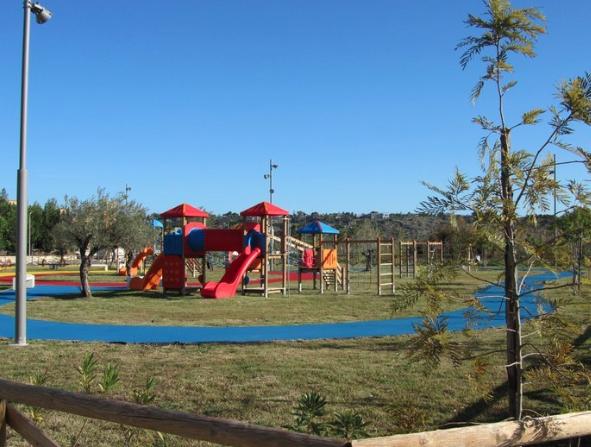 Augusta, l'Associazione Kalè riporta decoro urbano al parco giochi della Borgata(Foto)
