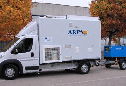 Monitoraggio dell'aria a Gela, Milazzo e Priolo: consegnati tre laboratori mobili