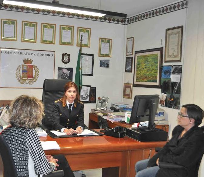 """La Polizia di Stato di Modica incontra le rappresentanti dell'associazione """"Ipso Facto"""""""