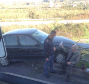Colto da malore perde il controllo dell'auto sulla ex Statale Siracusa - Catania