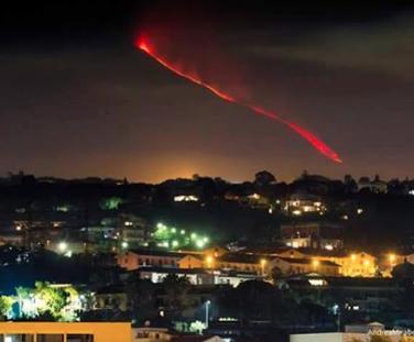 Etna, risale l'energia con nuove eruzioni in arrivo: aeroporto operativo