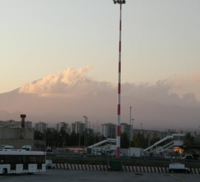Etna, l'aeroporto di Catania a singhiozzo: cinque decolli ogni ora