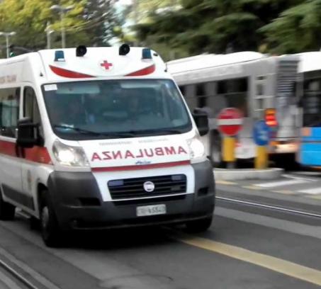 Palermo, incidenti stradali: motociclista investe donna e fugge