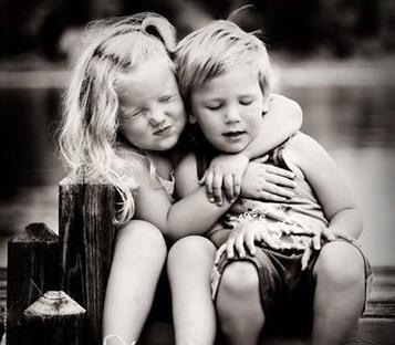 Ad Augusta è tempo di Free Hugs, l'iniziativa che libera l'ormone dell'amore
